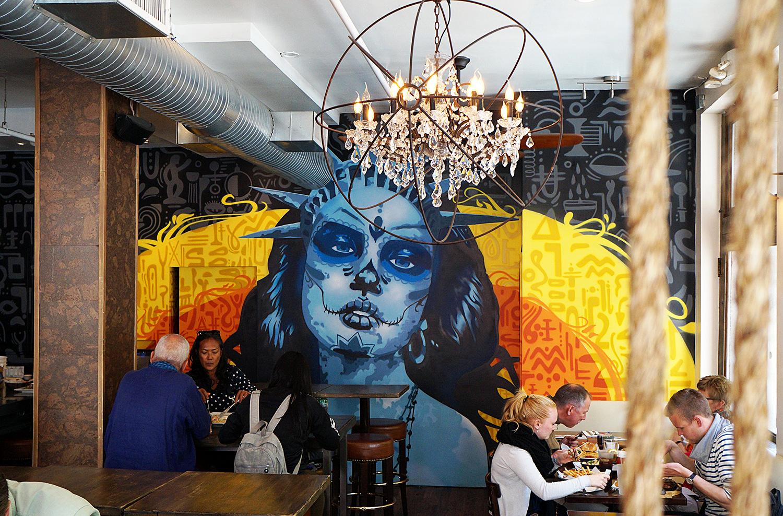 La dama restaurant graffiti mural nyc graffiti usa for Mural vision tv