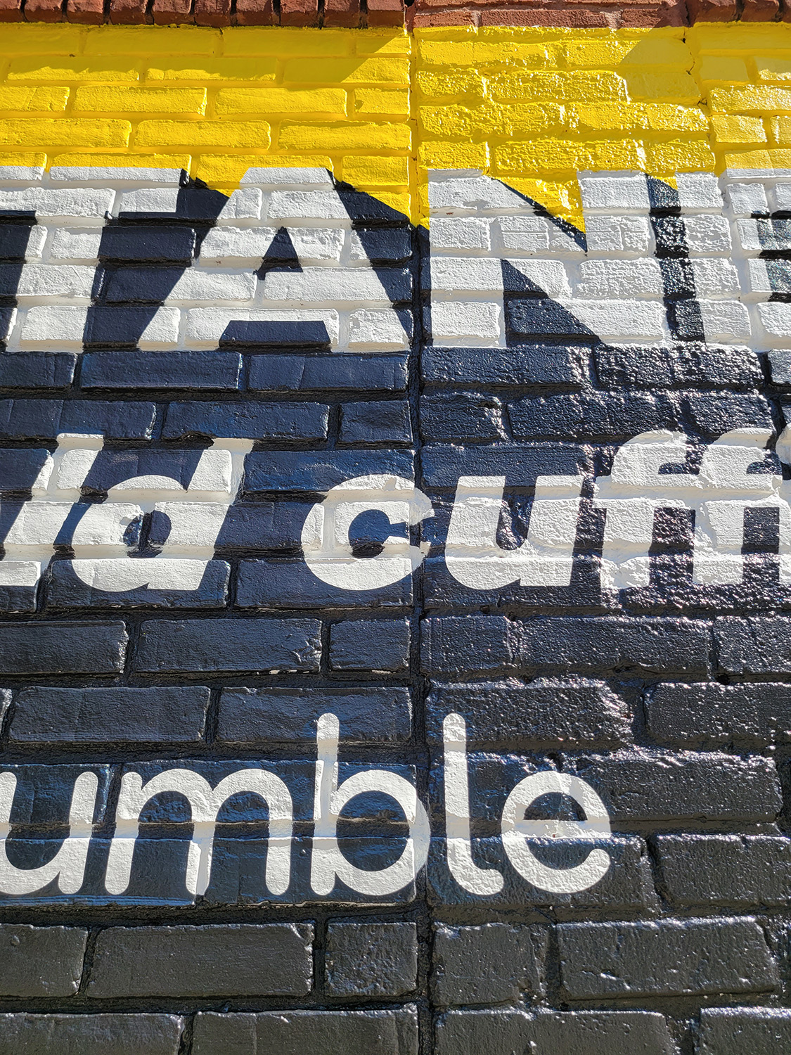bold text mural zoom in